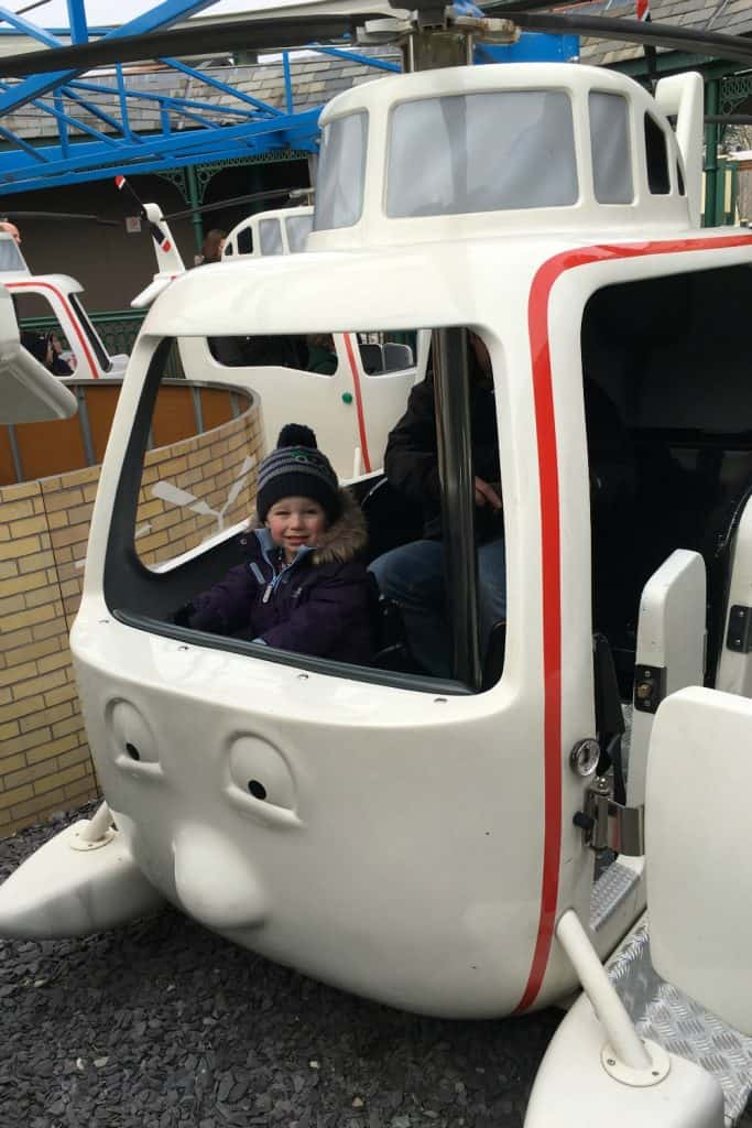 Harold Helicopter tours Thomas Land